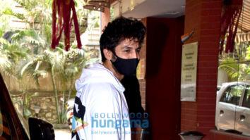 Photos: Kartik Aaryan snapped at a dubbing studio in Andheri