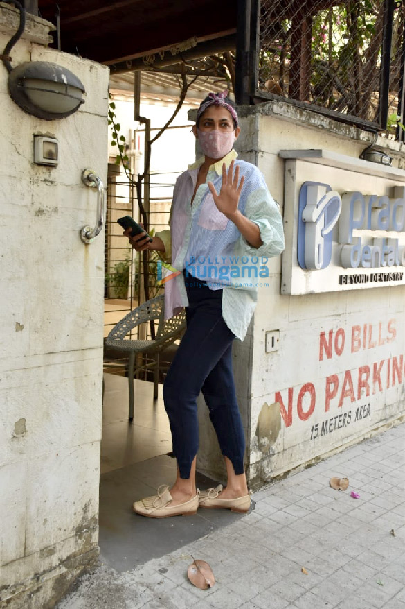 Photos Kubbra Sait spotted at a clinic in Juhu (1)