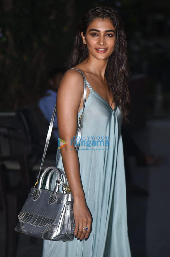 Photos Pooja Hegde snapped in Andheri (2)