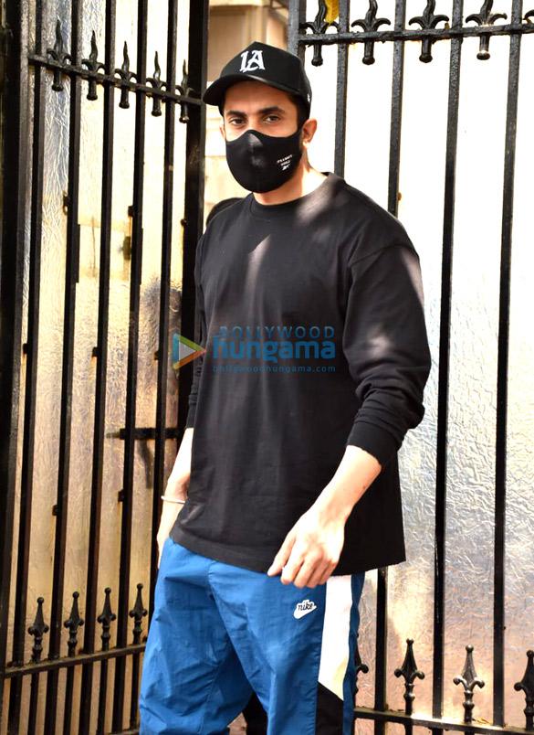Photos Sunny Singh Nijjar snapped at Luv Ranjan's office in Juhu (1)