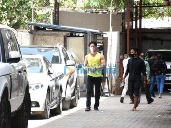 Photos: Tiger Shroff spotted at a dance class in Andheri