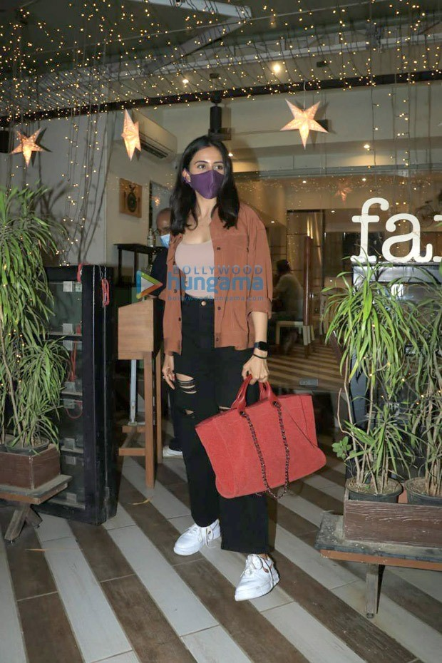 Rakul Preet Singh pairs her casuals with luxury Chanel tote bag worth Rs. 2.6 lakhs
