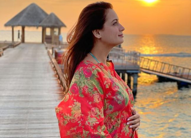 खुशखबरी!  दीया मिर्जा ने अपने बेबी बंप की तस्वीर के साथ अपनी गर्भावस्था की घोषणा की