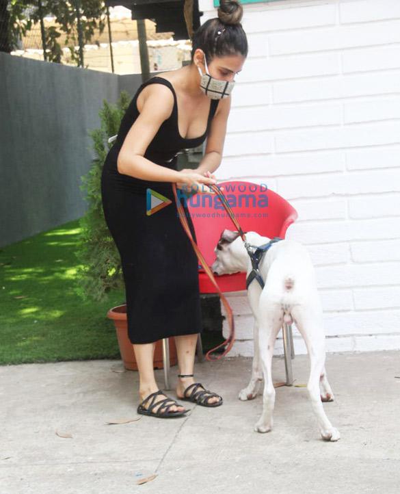 Photos Fatima Sana Shaikh spotted at a pet clinic (2)