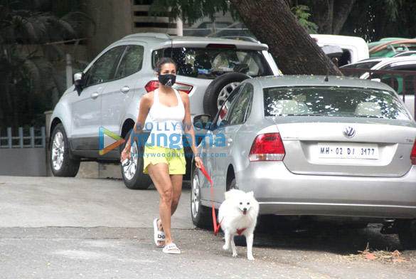 Photos Malaika Arora spotted with her pet for morning walk (2)