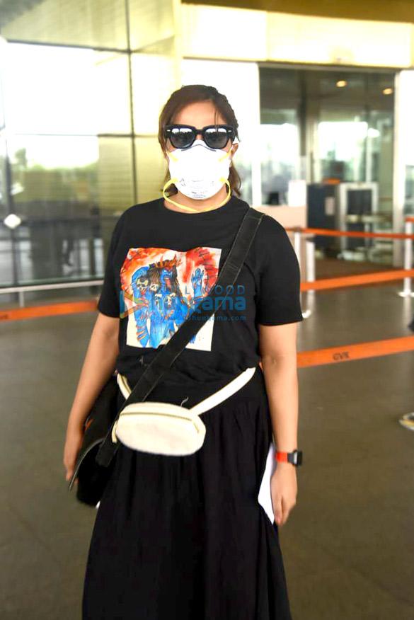 Photos Richa Chadda snapped at the airport (2)