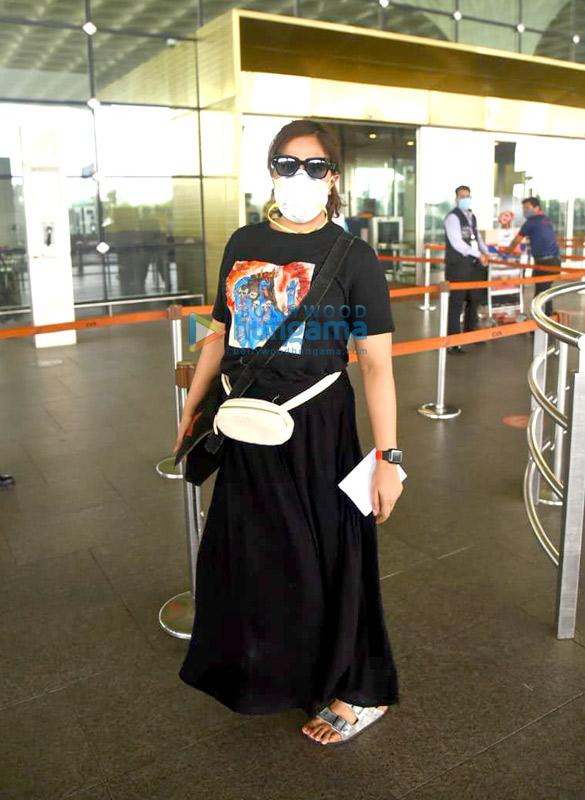Photos Richa Chadda snapped at the airport (3)