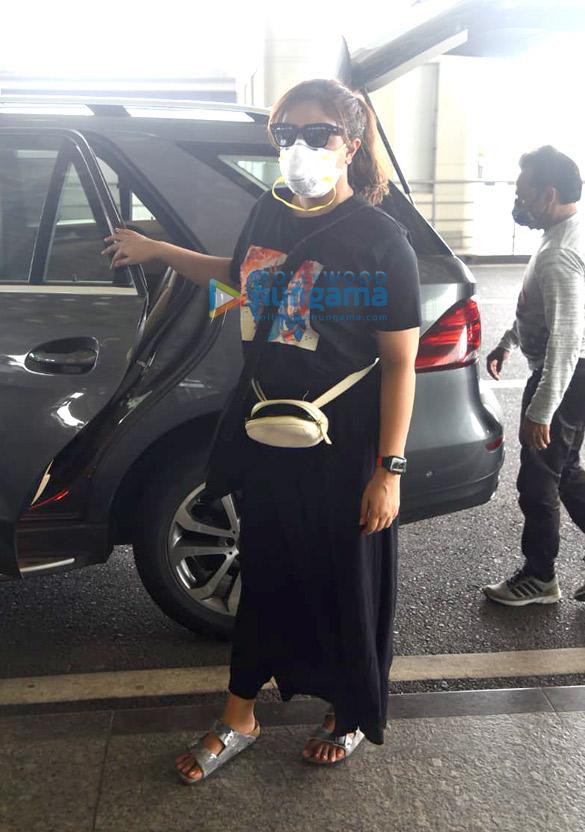 Photos Richa Chadda snapped at the airport (4)