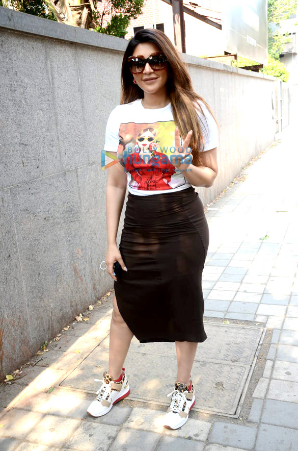 Photos: Shama Sikander spotted outside her building
