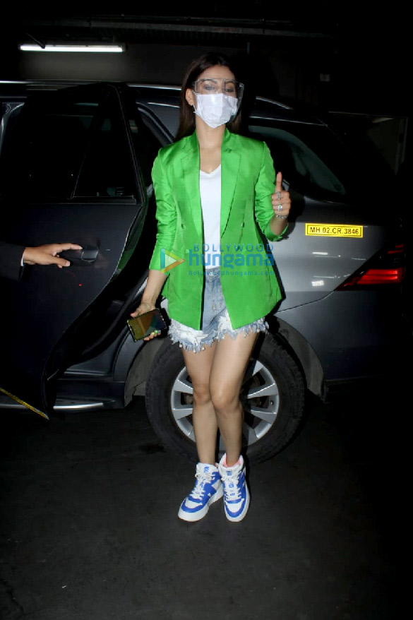 Photos Urvashi Rautela snapped at the airport (4)