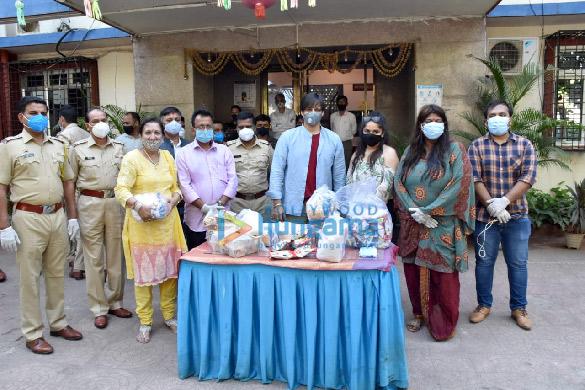 Photos: Vivek Oberoi distributes ration to needy people in Juhu