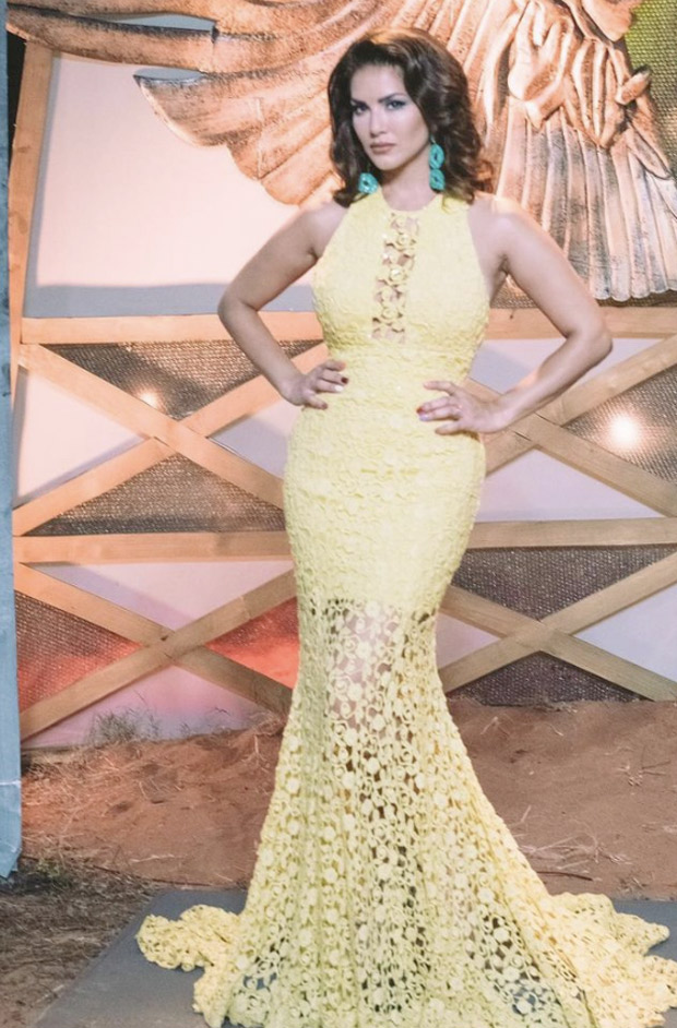 Sunny Leone flaunts summer glow in yellow bodycon, opts for contrasting blue colour