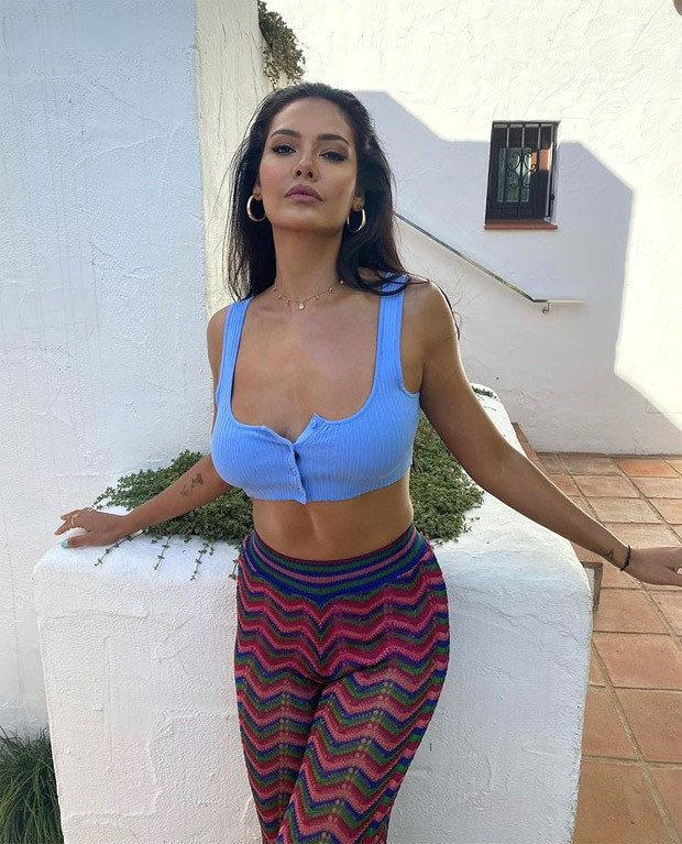 Esha Gupta looks gorgeous in pastel blue crop top and multi-coloured pants