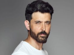 Hrithik Roshan extends his support to a foundation and donates masks to frontline warriors