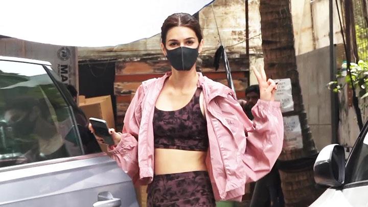 Kriti Sanon spotted at a dance studio in Andheri