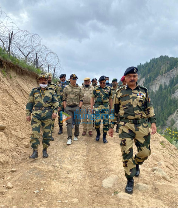 Photos Akshay Kumar meets BSF jawans guarding the border (2)