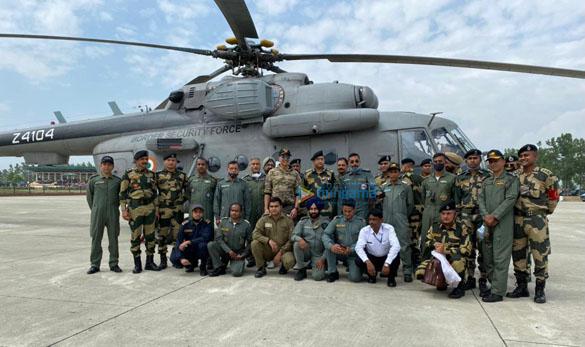 Photos Akshay Kumar meets BSF jawans guarding the border (4)
