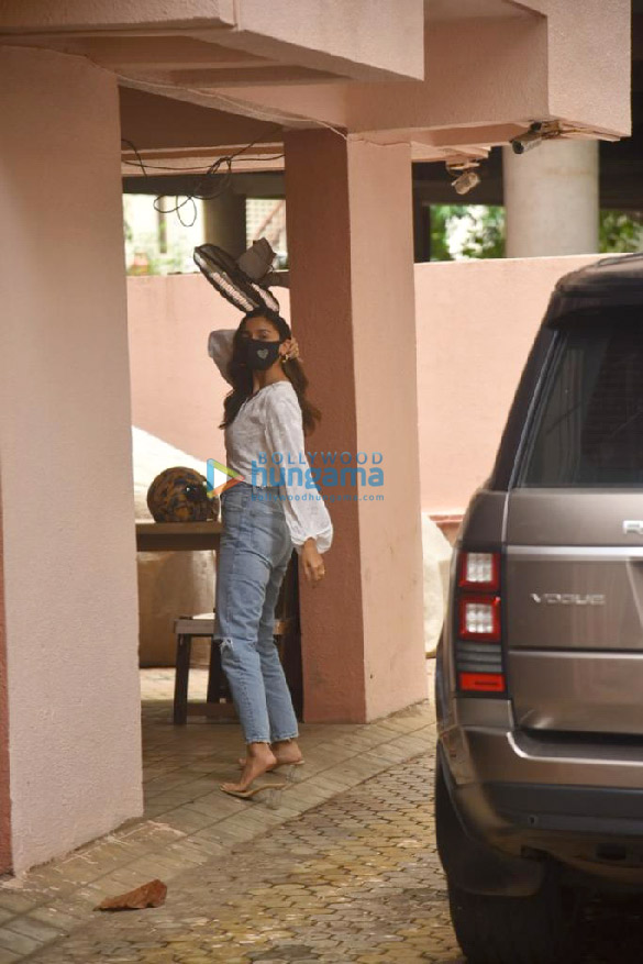 Photos: Alia Bhatt snapped at Sanjay Leela Bhansali's office in Juhu