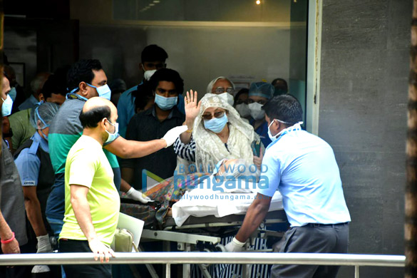 Photos Dilip Kumar gets discharged from the hospital (2)