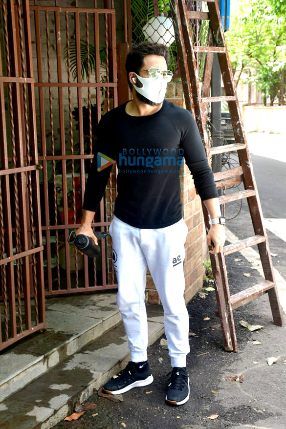 Photos Emraan Hashmi spotted at a dubbing studio in Bandra (2)