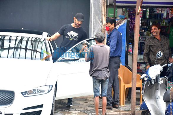 Photos John Abraham spotted in Bandra (4)