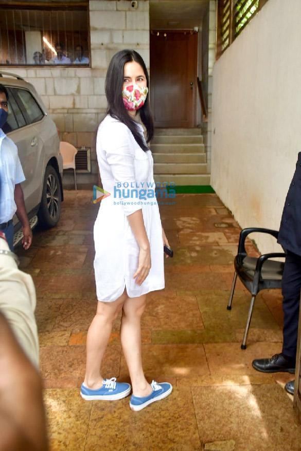 Photos Katrina Kaif spotted at Zoya Akhtar's house at Bandstand (2)