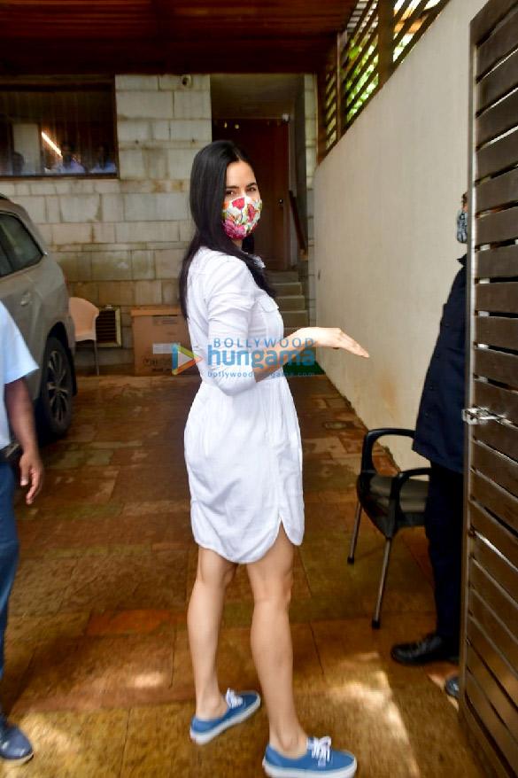 Photos Katrina Kaif spotted at Zoya Akhtar's house at Bandstand (3)