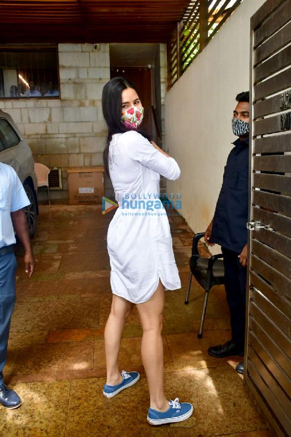 Photos Katrina Kaif spotted at Zoya Akhtar's house at Bandstand (4)