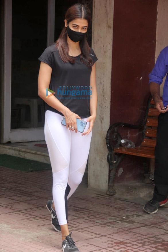 Photos Pooja Hegde spotted at a pilates studio in Santacruz (2)