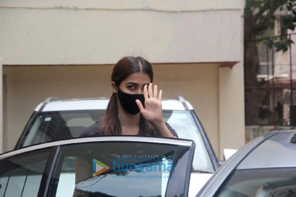 Photos Pooja Hegde spotted at a pilates studio in Santacruz (5)