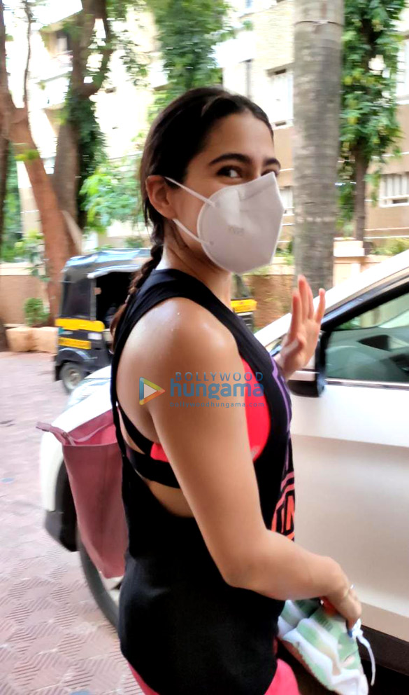 Photos Sara Ali Khan spotted at a gym in Santacruz (2)