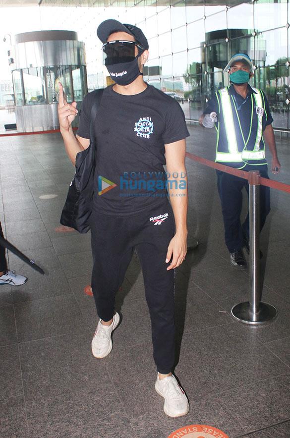Photos Taapsee Pannu, Rakul Preet Singh and Zareen Khan snapped at the airport-001 (1)