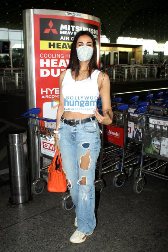 Photos Tamannaah Bhatia and Sonal Chauhan snapped at the airport (4)
