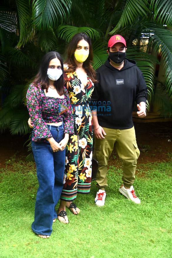 Photos Varun Sharma, Anushka Ranjan, Satish Kaushik and others snapped at vaccination drive campaign (4)