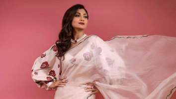 Shilpa Shetty rocks a white organza saree with aplomb; pairs with prose pattern balloon sleeve blouse