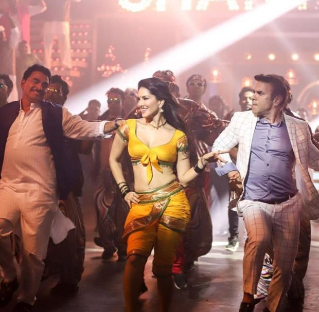 Take in the sultry look of Sunny Leone in the Shantabai special dance act from the Marathi film Aamdar Nivas.