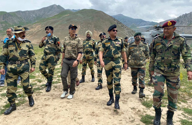 Akshay Kumar contributes Rs. 1 crore to rebuild a school in Kashmir, BSF shares the news