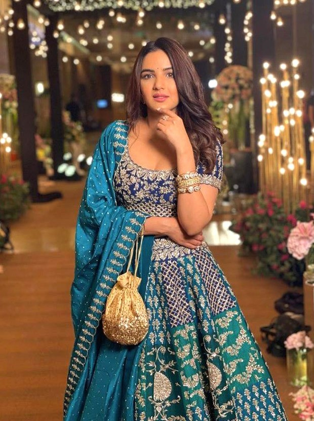 Jasmin Bhasin looks stunning in zardori embroidered lehenga worth Rs. 2.68 lakh at Rahul Vaidya – Disha Parmar's wedding reception - PosterGuy