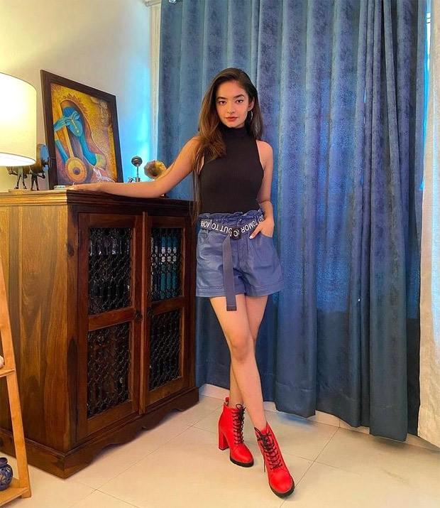 Khatron Ke Khiladi 11: Anushka Sen exudes ultimate diva energy as she dons red boots and black turtle neck top