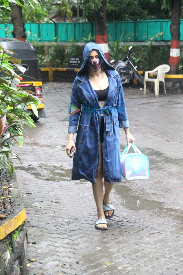 Photos Adah Sharma spotted in Bandra (4)