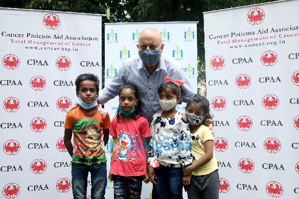 Photos Anupam Kher distributes ration to CPAA cancer patients through his Foundation (6)