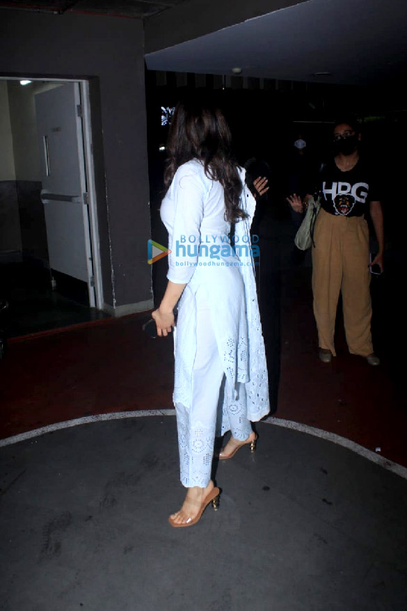 Photos Janhvi Kapoor snapped at the airport (2)