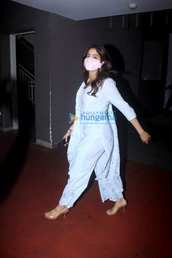Photos Janhvi Kapoor snapped at the airport (3)