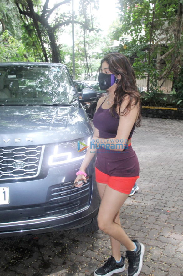 Photos Janhvi Kapoor spotted at the gym in Bandra (4)
