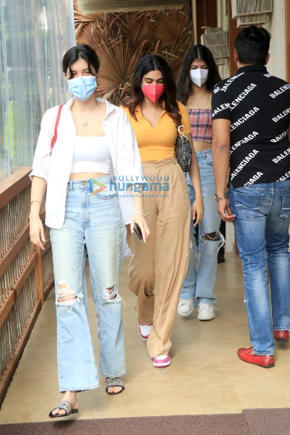 Photos: Khushi Kapoor, Shanaya Kapoor and Anjini Dhawan snapped at Bastian in Worli
