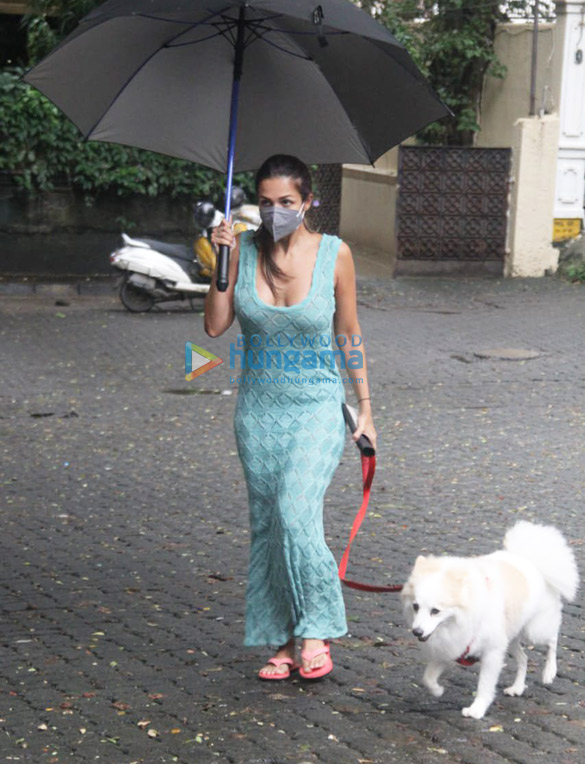 Photos Malaika Arora and Sophie Choudry spotted in Bandra (1)