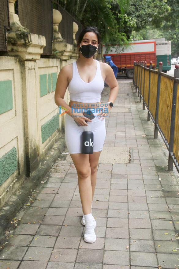 Photos Neha Sharma spotted outside gym in Bandra (1)