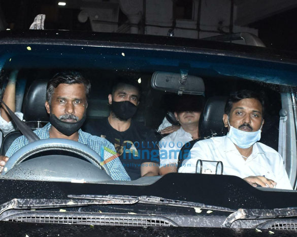 Photos Raj Kundra spotted leaving his house in Juhu (2)