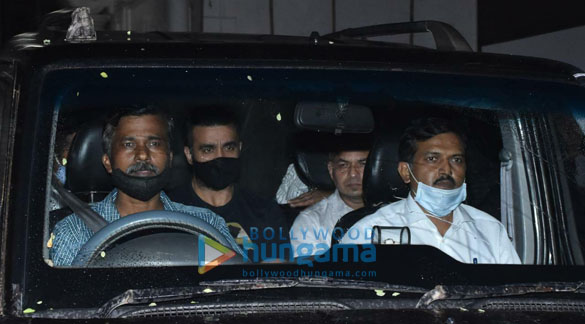 Photos Raj Kundra spotted leaving his house in Juhu (3)