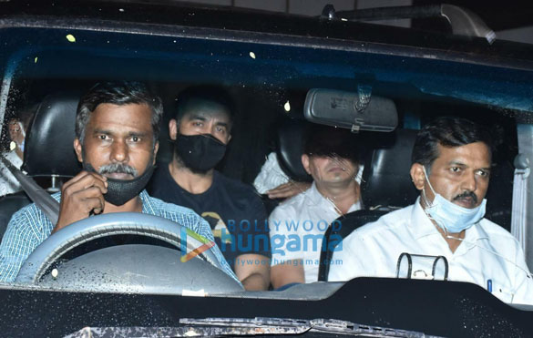 Photos Raj Kundra spotted leaving his house in Juhu (4)